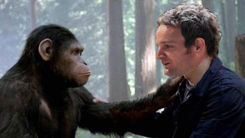 Caesar and Malcolm (Jason Clarke) share a moment.  Awww...aint that adorable!